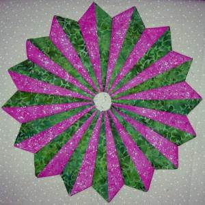 Pixie fluted wheel in pink and green